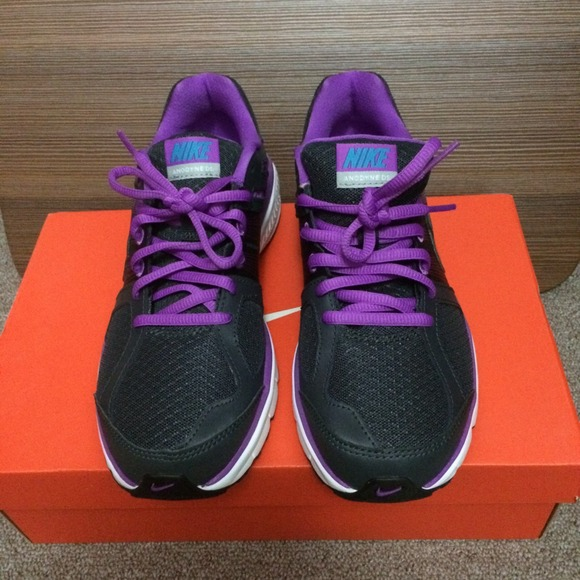 NEW WITH BOX WOMEN NIKE PURPLE ANODYNE SIZE 7.5