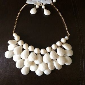AFF Jewelry - Brand new necklace &earring set
