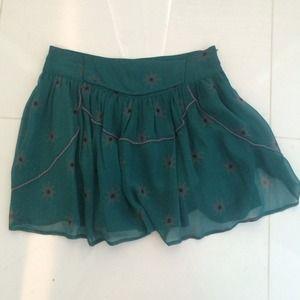 Iro emerald skirt with starburst pattern