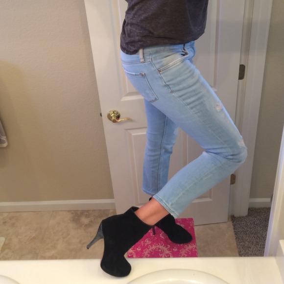 zara zara boyfriend jeans from jessica 39 s closet on poshmark. Black Bedroom Furniture Sets. Home Design Ideas