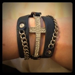 Jewelry - Rhinestone leather chain bracelet ⭐️⭐️