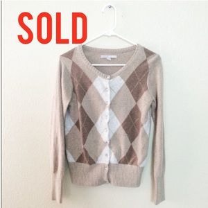Sweaters - SOLD In Bundle🔻🔻🔻🔻🔻Argyle Button Up Sweater
