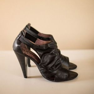 Unlisted Shoes - Unlisted Kenneth Cole Slouched Sandals