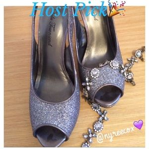 🔴CLEARANCE-🎉HP🎉-Silver Sparkly Heels - NWOT 💎