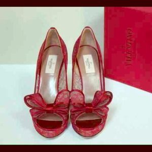 100% auth. red lace Valentino Bow pumps sz. 39.5