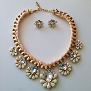 Statement necklace & earrings gold & ivory white