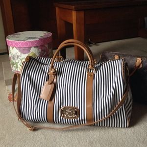 Handbags - Weekend Getaway & Travel Bag