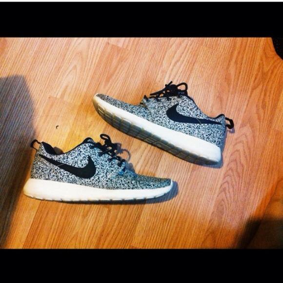 Nike - Nike black sail speckled roshe run from Lisa\'s closet on