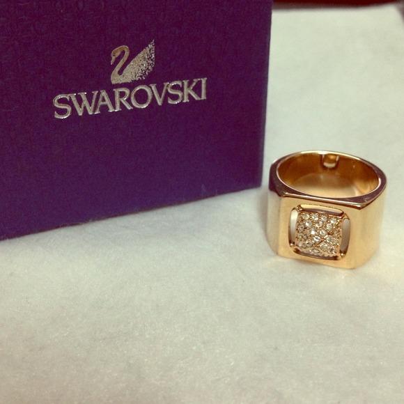 Swarovski ringe material