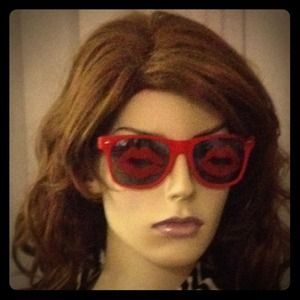 Kiss print sunglasses red and black frames
