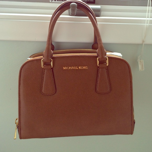 4d4c8f953ca2 SOLD ON TRADESY Michael Kors Reese