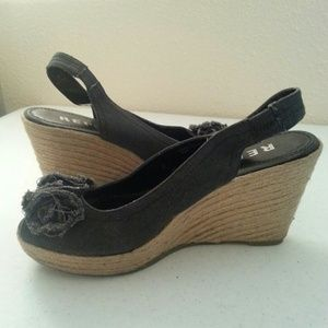 Report Shoes - Report Wedge Flower Joanna Charcoal 8 1/2 Sandle