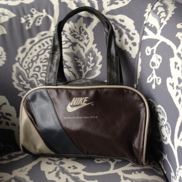 Vintage Nike purse. M 54148a0eb539e45cd810f94e fefc3f496a28c