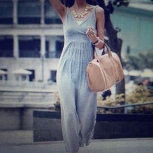 Dresses & Skirts - Gorgeous gray maxi dress