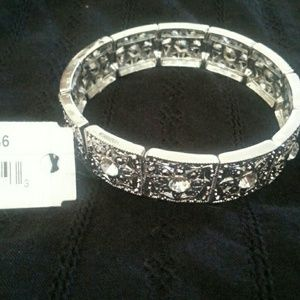 Jewelry - Beautiful bracelet reduced today only