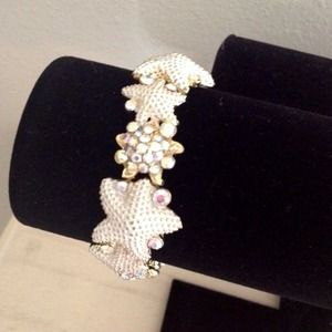 Jewelry - White starfish bracelet