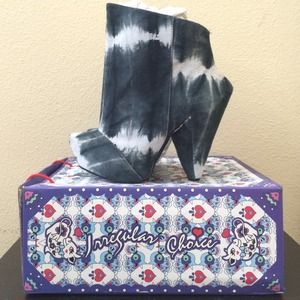 Irregular Choice Shoes - Irregular Choice Anna Bells Trolley booties