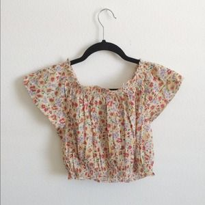 ⬇️ UO • Floral Crop Top