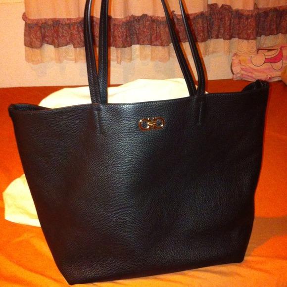Salvatore Ferragamo -Gina tote black!!! 85c4921986e74