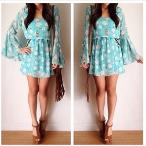 Bell Sleeve Floral Dress SZ small