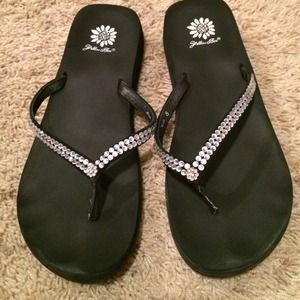 yellowbox Shoes - Yellowbox black flip flops size 8