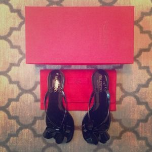 NWT Authentic Valentino Bow Sandals