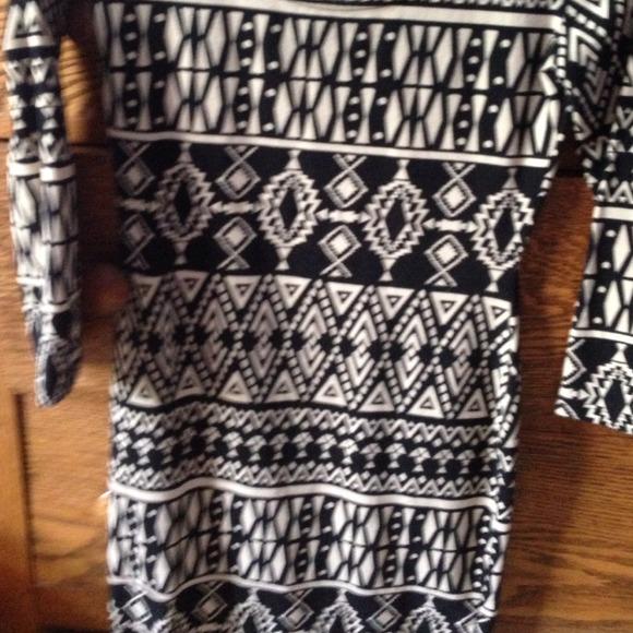 Forever 21 Dresses - Forever 21 Aztec body con dress