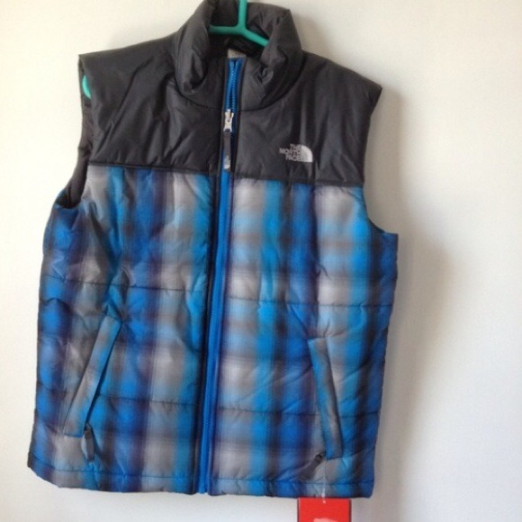 4378729f4 North face half jacket NWT