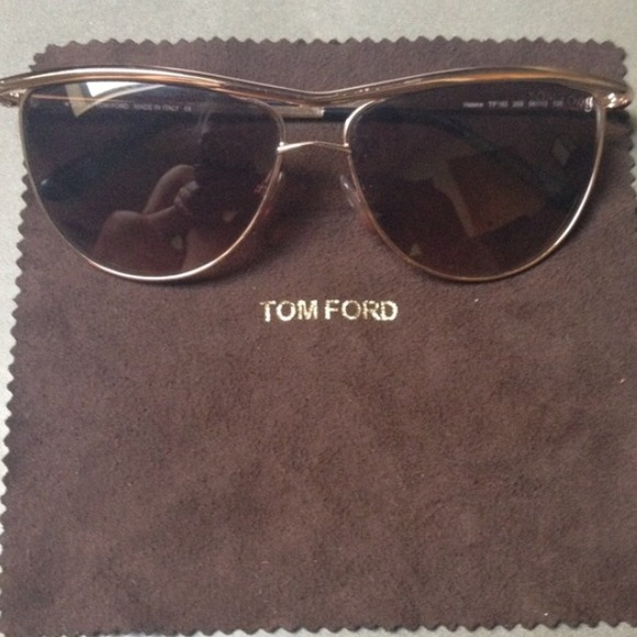 tom ford bio Tom ford, august 27, tom ford is a well-known designer for his fashion label, 'tom ford' and as the creative director of gucci during 1994-2004, he is also an award-winning film director for the movies, 'a single man' and 'nocturnal animals.