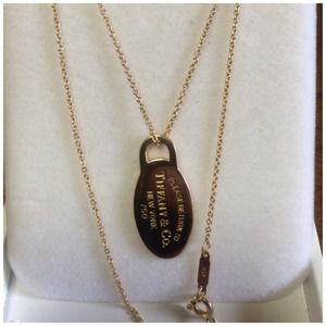 Tiffany&Co 18k gold with dog tag pendant necklace