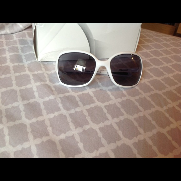 357fb64418 White ladies Oakley Obsessed Sunglasses