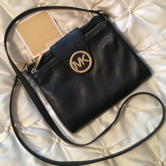 b4bea033074 MICHAEL KORS Fulton Crossbody Black Leather purse.  M 541b4d5f14b1e02bd411aea9