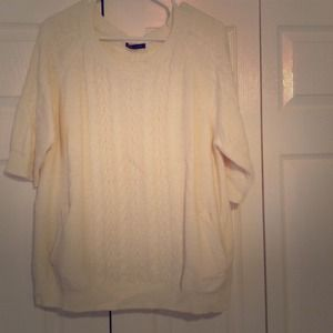 Oversized cream knit sweater w/ pockets
