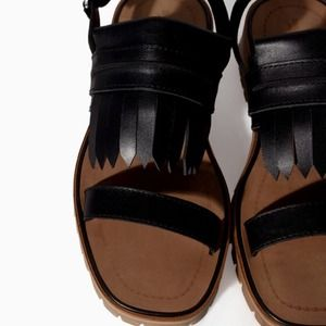 Zara sandals in black size 8 or 39 euro, new