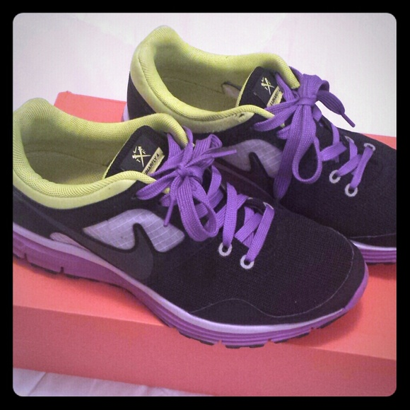 b41a755f92e7 Women s Nike Lunarfly 4 size 7.5. M 541e4b4c4c47c005a1052176