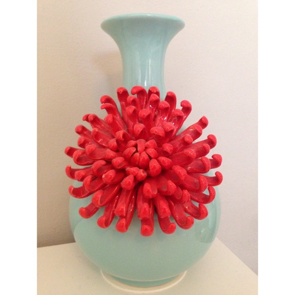 Anthropologie Other Curvy Chrysanthemum Flower Vase Poshmark