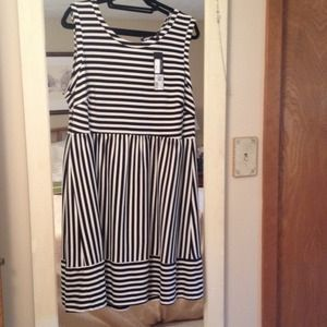 Daisy Fuentes black and white stripe dress. New