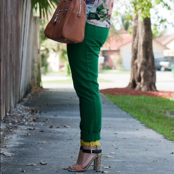 H&M - H&M Kelly Green Ankle Pants. from Pilar's closet on Poshmark