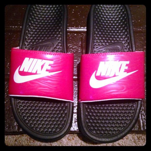 eb068bc1c41f ... hot pink Nike Sandals! M 541f6c85e6ce283148116155