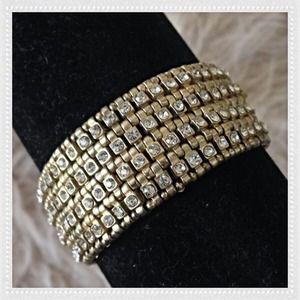 Jewelry - GORGEOUS STRETCHY PAVE BRACELET.