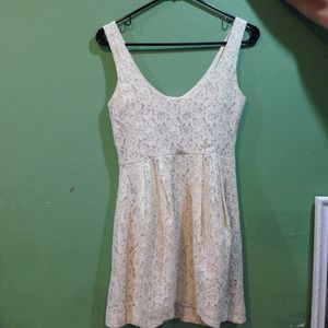 Lace sleeveless dress.