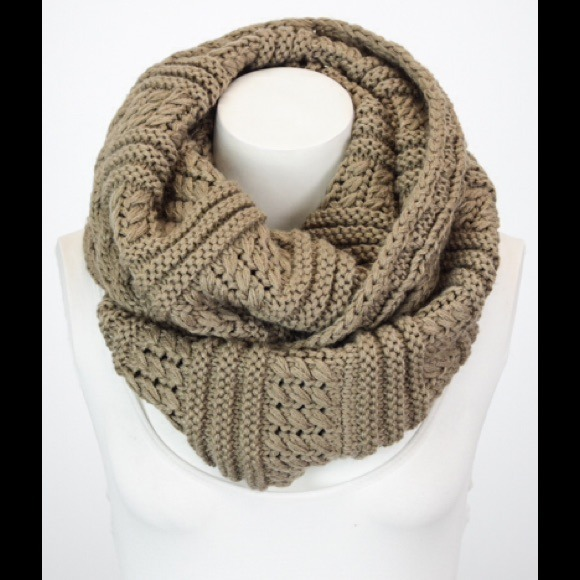 Mocha Chunky Ribbed Knit Infinity Scarf OS from Megan's closet on ...