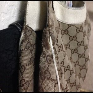 49a668792e96 Gucci purse and matching wallet.