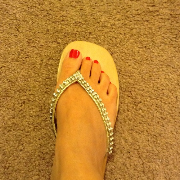 784be7cfb Guess Shoes - GUESS flip flops with rhinestones FINAL PRICE