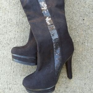 Heel boots! J Lo!