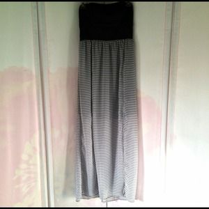 Dresses & Skirts - Black/White Maxi Dress