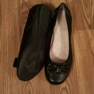 Black flats...NWOT.  very comfy