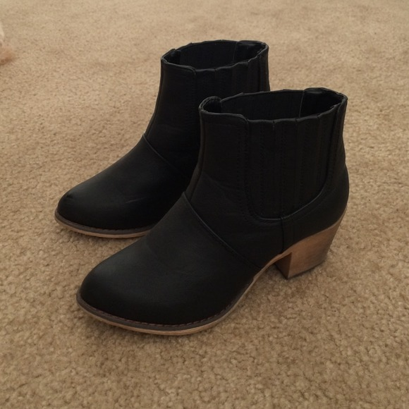 fd044b59c52 nordstrom rack Shoes - Black booties