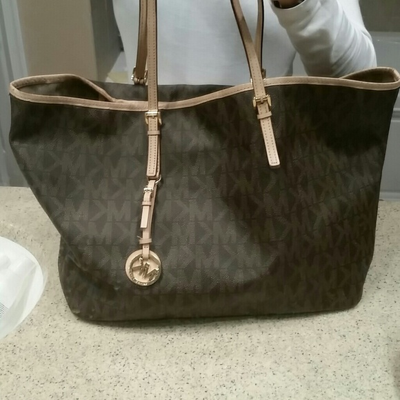 c50e22550058 Michael Kors Medium Jet Set Monogram Tote Brown. M_542792953005273ffa0a6917