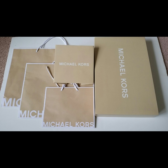 33a2d1c439a5 ... Michael Kors Gift Bags and Boxes. M 54285bd4e6ce2848450e1ddb